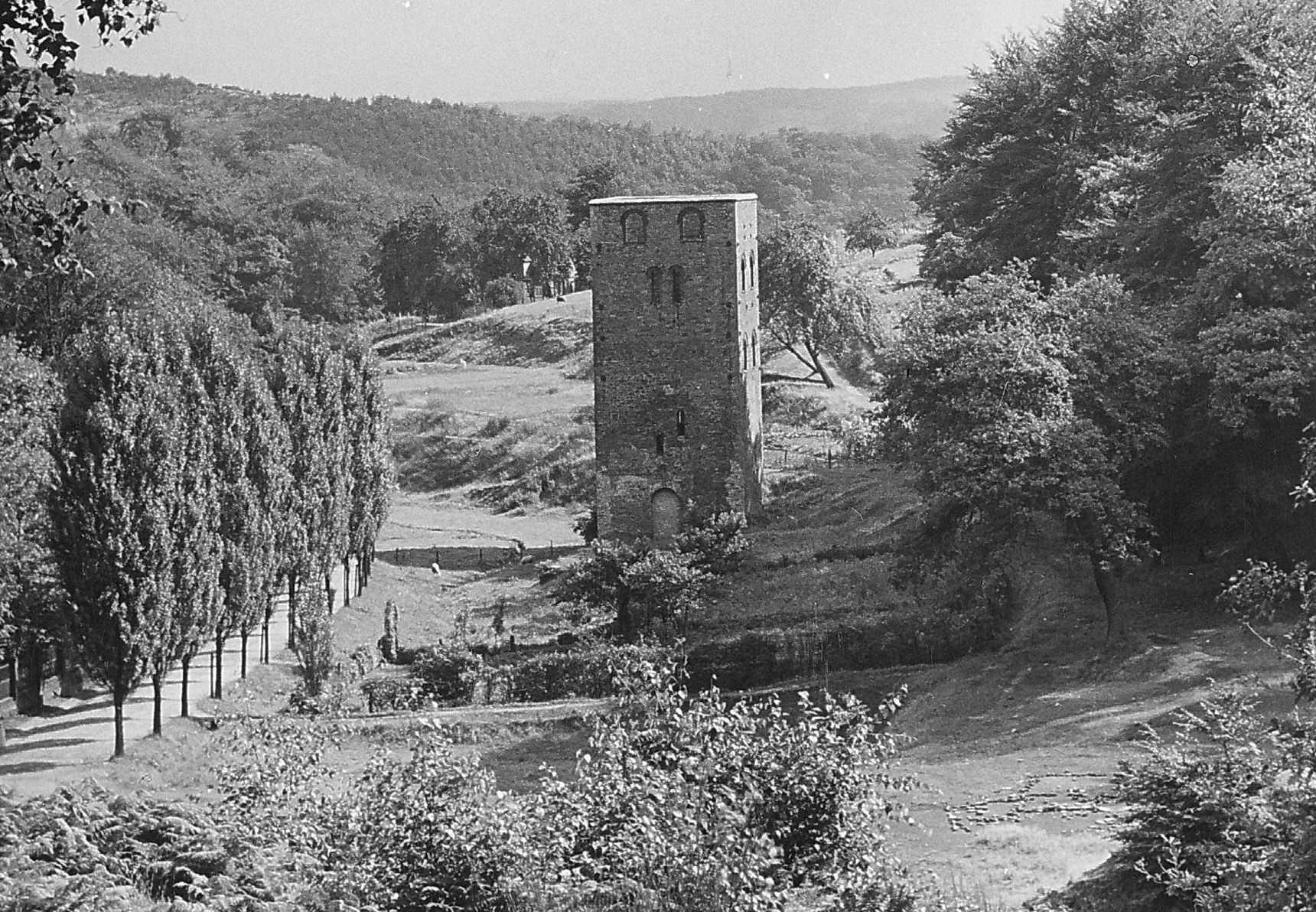 Der einzige erhaltene in Ruhrsandstein gemauerte Malakowturm des Ruhrgebiets in einer älteren Aufnahme, Foto: Stadtarchiv Bochum