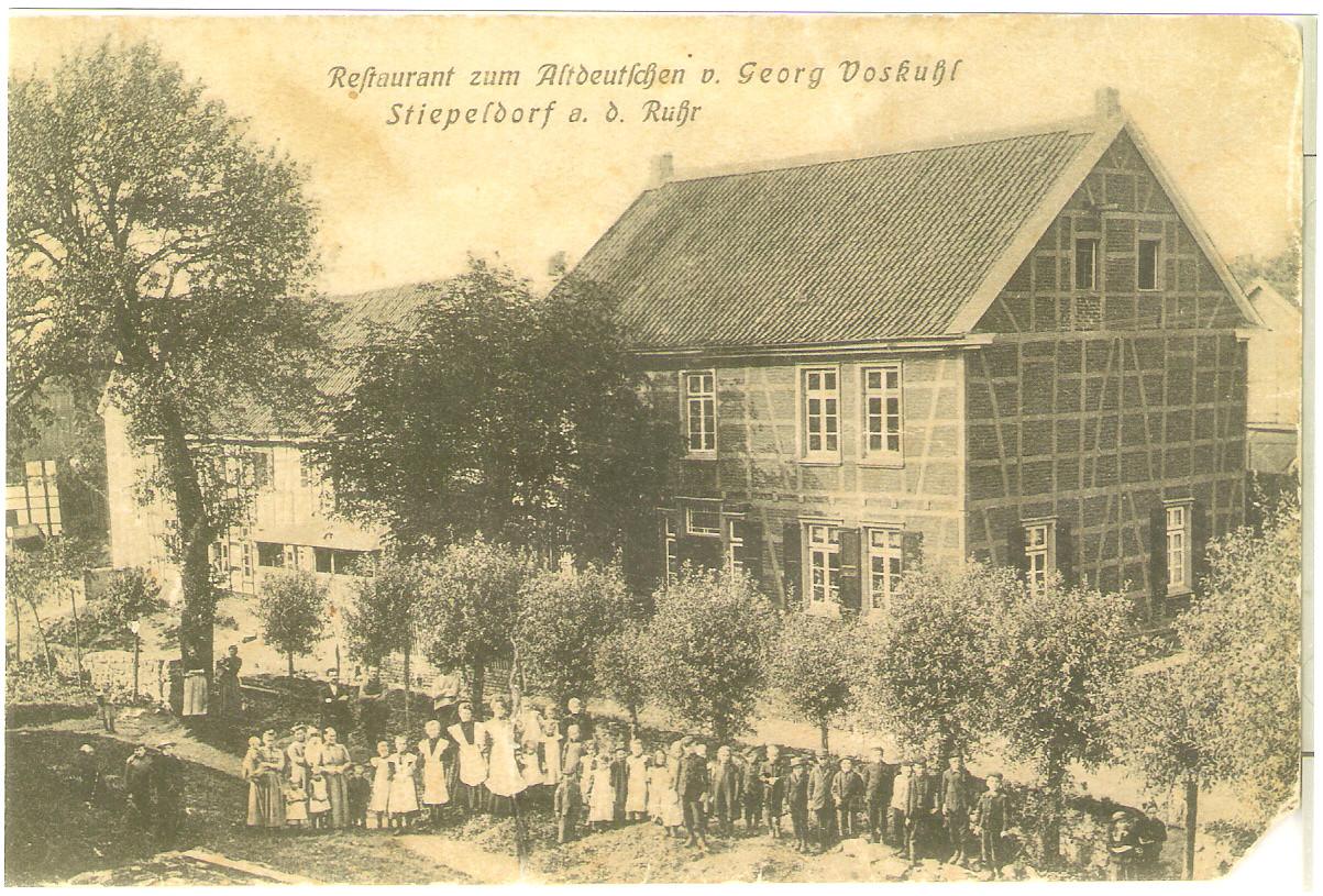 """Wirtschaft """"Zum Altdeutschen"""", als sie nach 1903 noch zum gegenüberliegenden Hof Voskuhl gehörte, heute Brockhauser Straße 14"""