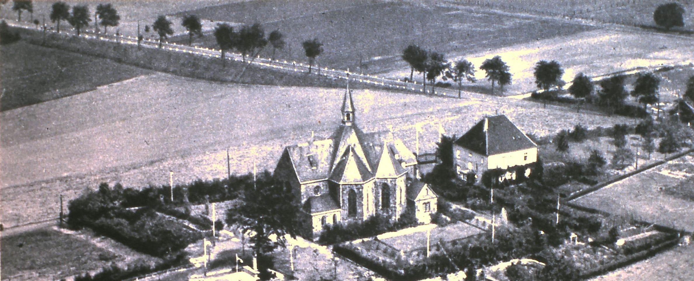 """""""Schreiers Damm"""" am oberen Bildrand zwischen Kloster und dem heutigen Haus Spitz, benannt nach dem seinerzeitigen Wirt Gustav Schreier, auf einer Postkarte, Foto: Archiv W. Dickten"""
