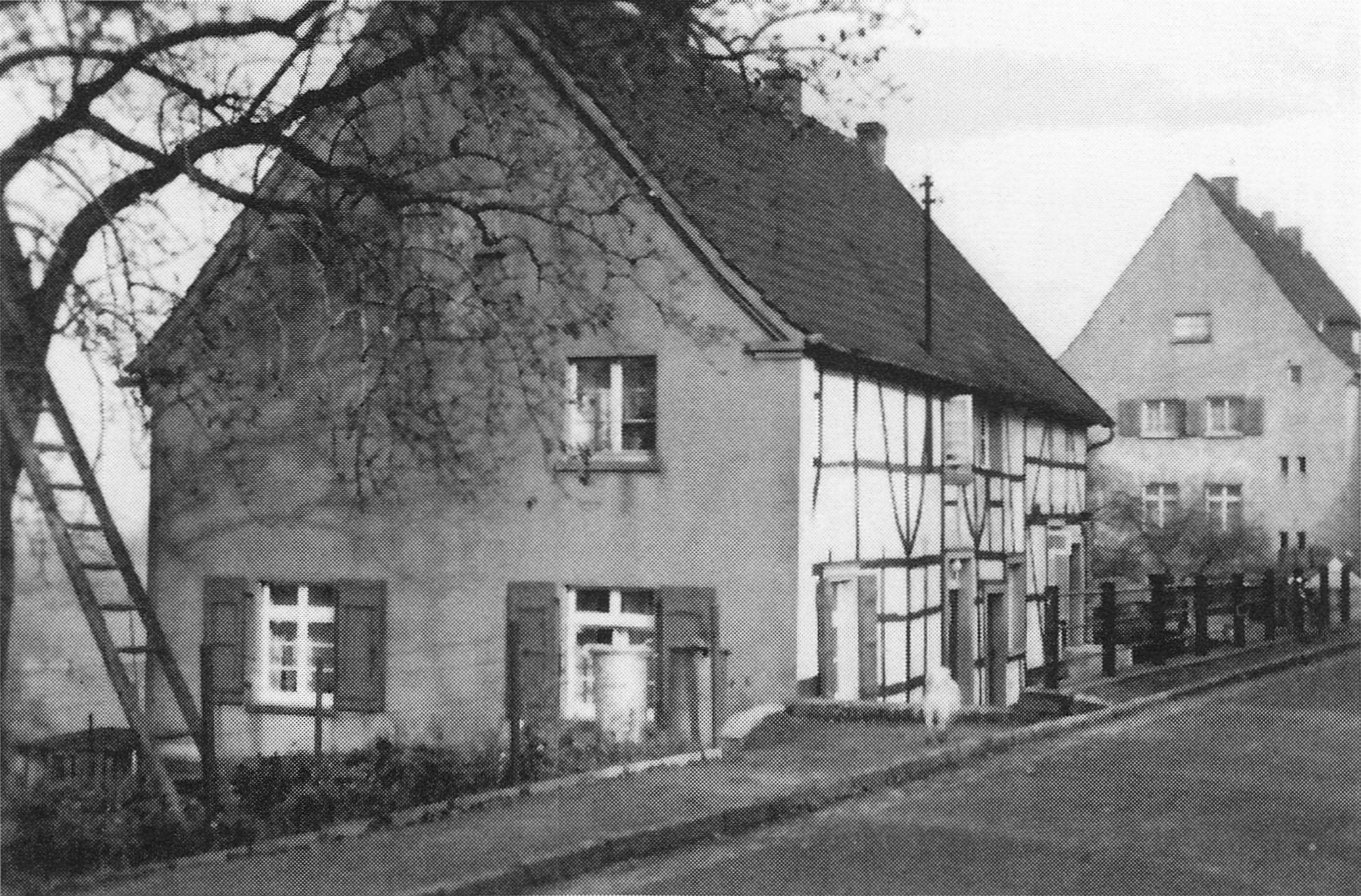 Der ehemalige Haarmann'sche Kotten, heute befinden sich dort die Häuser Rautenbergstraße 24 und 26 Foto: Archiv W. Dickten