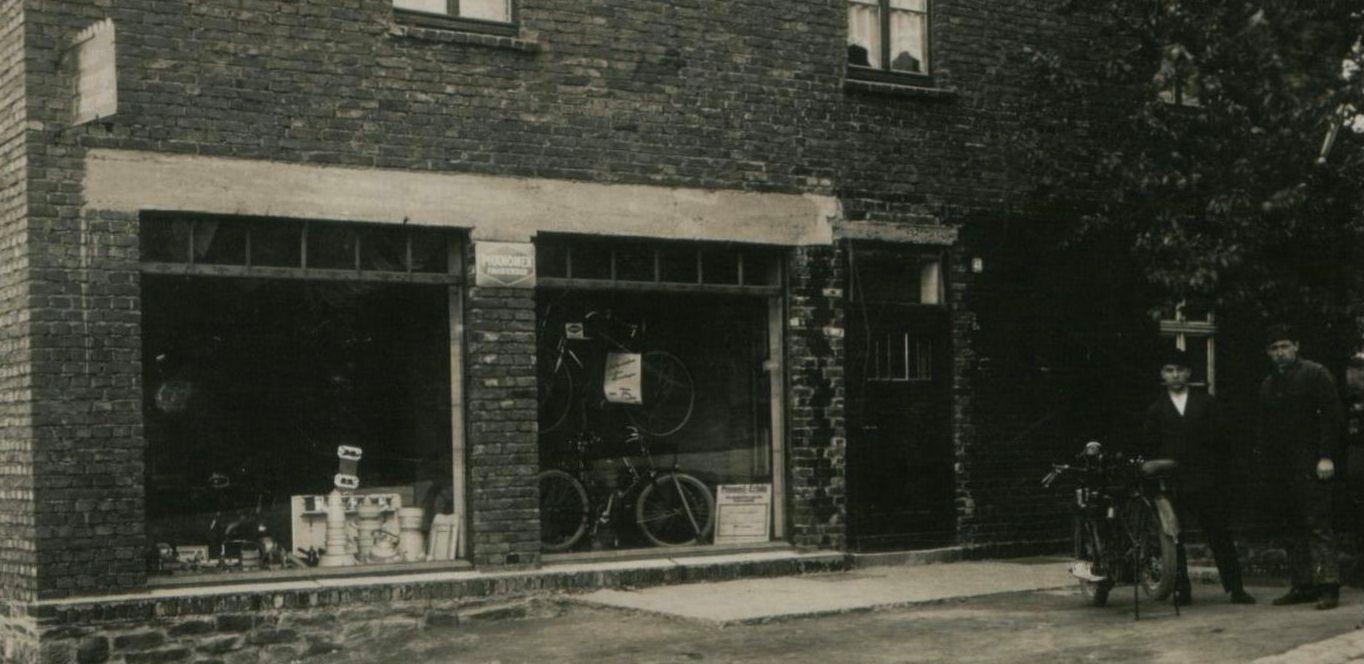 Motorfahrzeuge, Fahrräder und Haushaltswaren bei Kosthaus in den 1940er Jahren