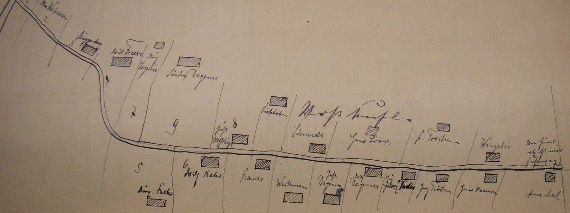 """Handskizze der Straße aus einem Rechtsstreit 1906: in deutscher Schrift ist """"Voßkuhle"""" zu lesen."""