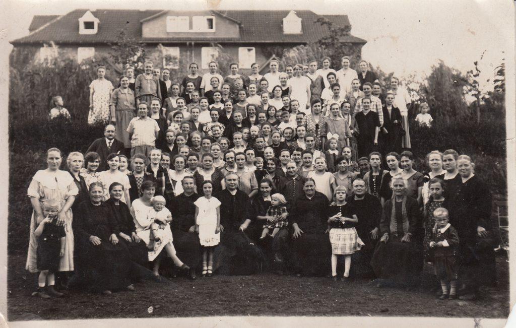 August Rautenberg (Mitte, ganz links) mit einem Ausflug der Arbeiterwohlfahrt Stiepel, 1920