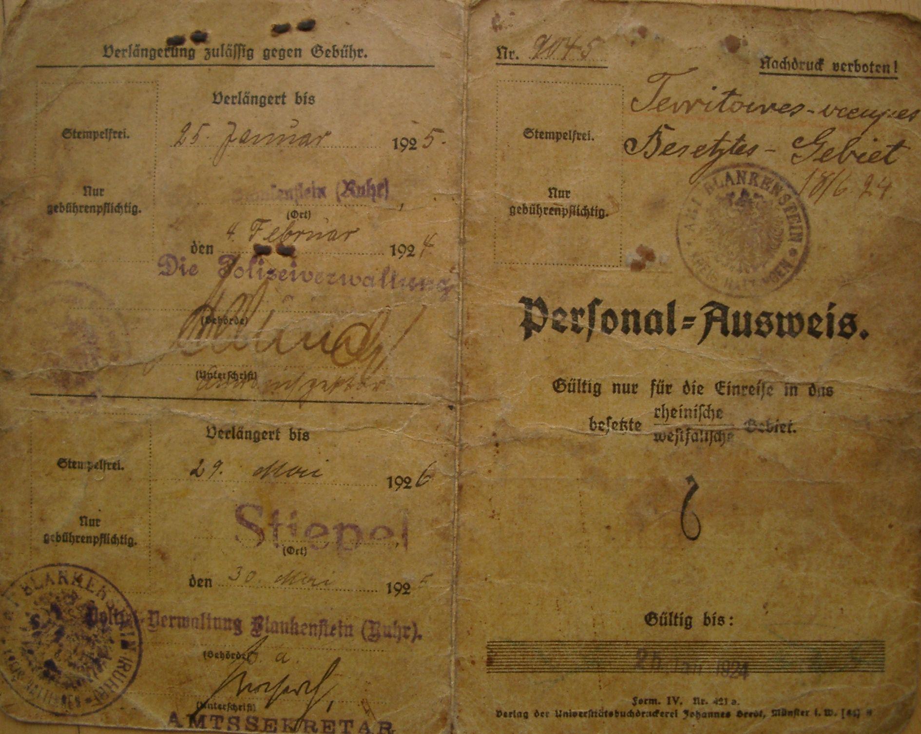 Personal-Ausweis aus der Besatzungszeit, ausgestellt am 25. Januar 1923 für Luise Haarmann, verlängert am 4. Februar 1924 sowie erneut am 30. Mai 1925.