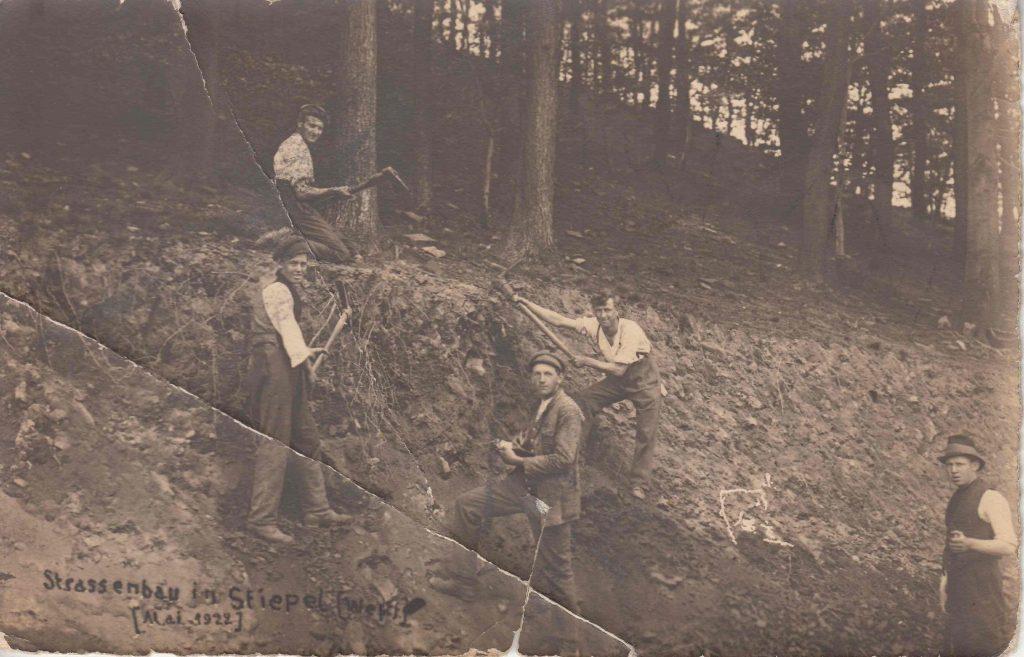 Rodungsarbeiten im Finkensiepen für die neue Straße, Mai 1922