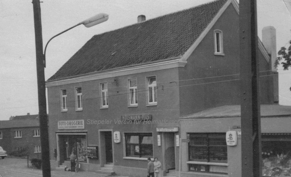 Restaurant Höltermann 1962, mit Drogerie Höltermann (links) und Feinkost Leese (rechts)