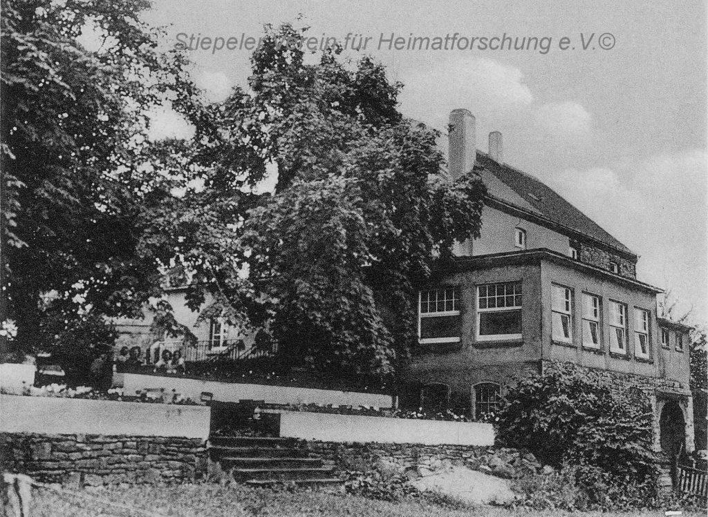 Restaurant Höltermann - Rückansicht mit Terrasse, Veranda und Spielwiese