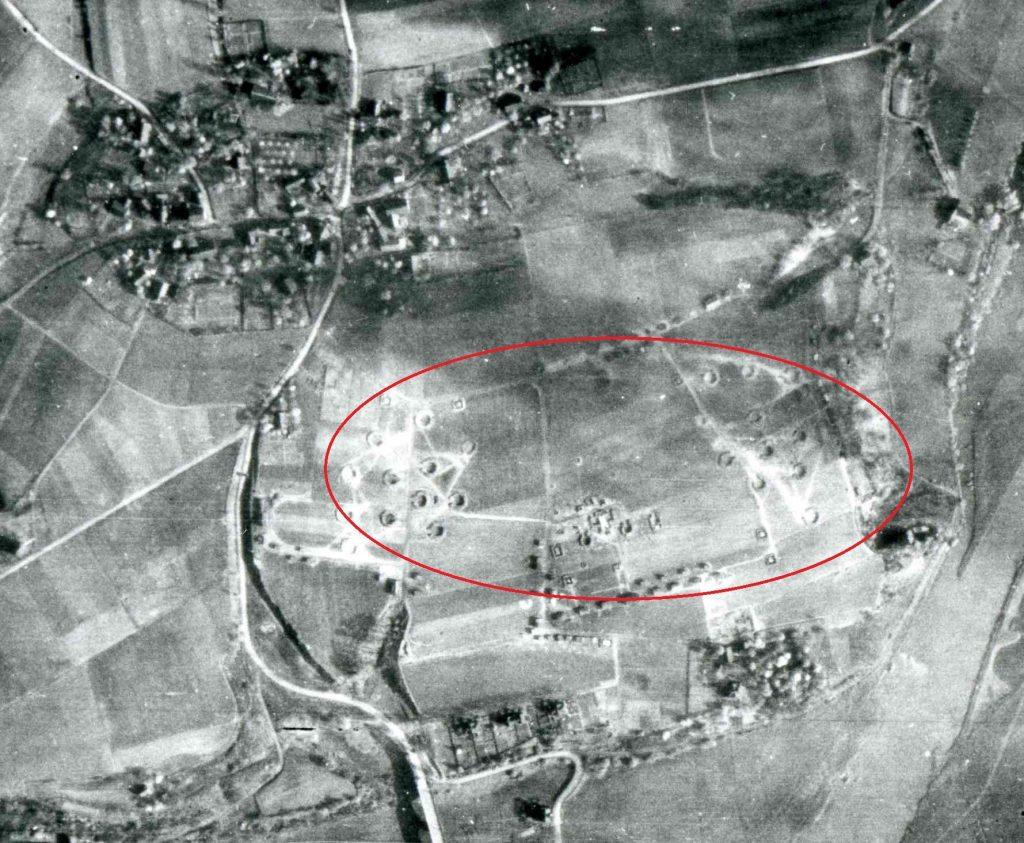 Amerikanisches Luftbild 1945: Flak-Stellung Stiepel-Dorf, Foto: Stadt Bochum, Bildarchiv