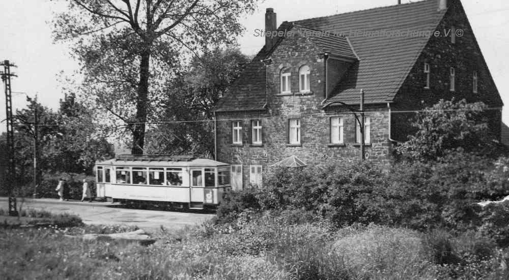 """""""Becker links"""" mit Straßenbahn (Linie 5/15), 1950er Jahre"""